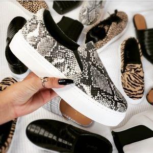 Shoes - 🆕️//The Zorah// slip on snake print sneaker